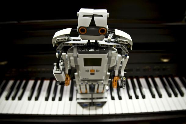 Robot qui reconnait la musique qu'il entend - Université de Malaga